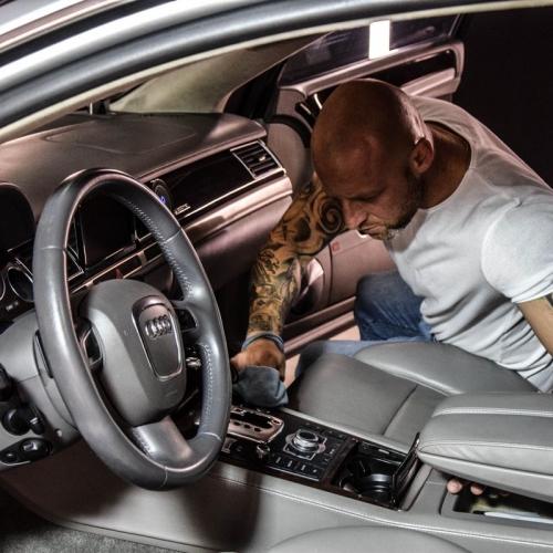 Audi A8 srebrny