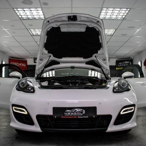 Porsche Panamera Biała