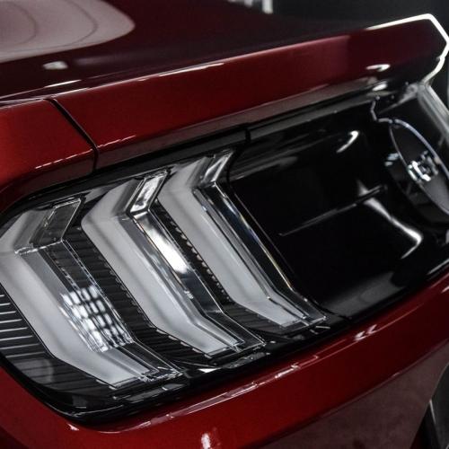 Ford Mustang bordo